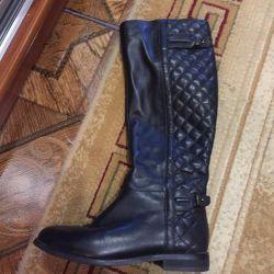 Το μπότες γούνινο μπότες