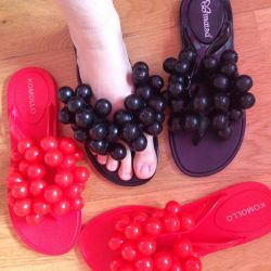 Grapes with grapes, rubber slippers for the summer
