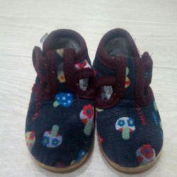 Pantofi noi de acasă