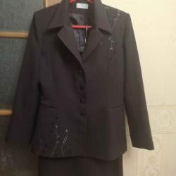 Κοστούμι (σακάκι + φούστα)