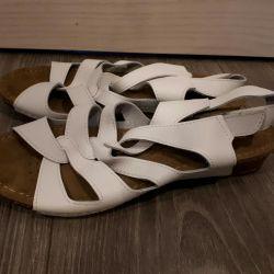 Yeni bayan sandaletleri. Deri. P 37
