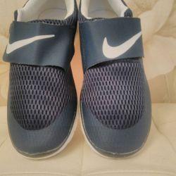 Кроссовки женские. 36 размер. Темно-синий цвет.