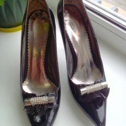 Yeni bayan ayakkabıları