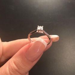Вінчальний перстень з діамантом в білому золоті