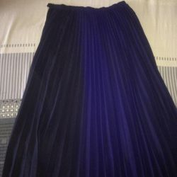 Floor skirt