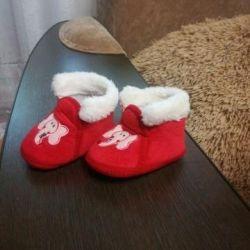 Papuci de casă pentru copil.