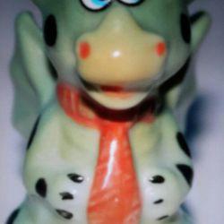 Porțelan statuetă Dragon. miniatură