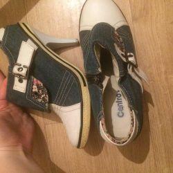 Παπούτσια με τα τακούνια
