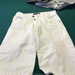 Pantaloni pentru bărbați - pantaloni scurți