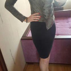 Леопардовая блузка и чeрная юбка