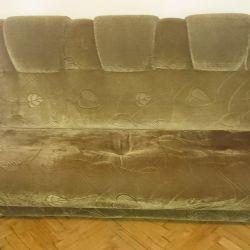 Καναπές και 2 πτυσσόμενες καρέκλες