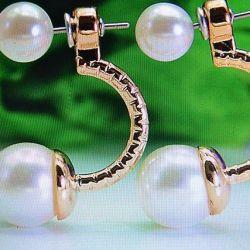 Magnifică boboci blând pe perle alb arc