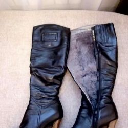 Women's boots. Winter, nature. fur, leather.