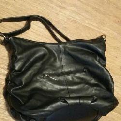 Η τσάντα είναι μεγάλη