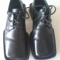 Кожаные классические ботинки.
