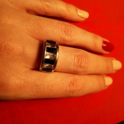 Δαχτυλίδι με μαύρες και άσπρες πέτρες