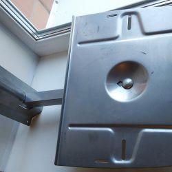 Metal wall bracket