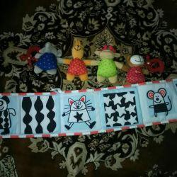 Детские игрушки в кроватку