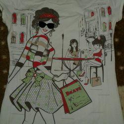 T-shirt for women of fashion.