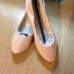 Ballet flats new ?