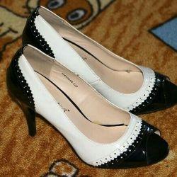 Pantofi clasici negri și albi cu tep deschis 38