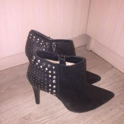 Ria Rosa Ankle Boots