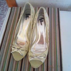 Yeni ayakkabılar, 39