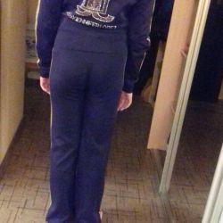 Αθλητικό κοστούμι για το κορίτσι ηλικίας 12-14 ετών