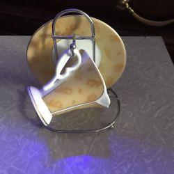 Cupe de cafea cu farfurie pe suport