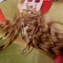 Серьги из перьев