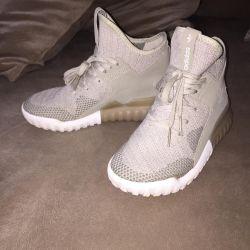 Кроссовки adidas,Обувь