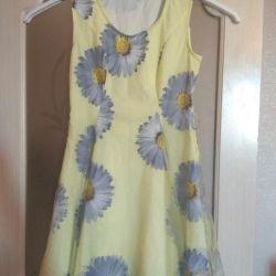 Dimensiunea rochiei 44-46, galben cu camomile