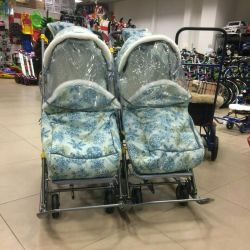 Sledge carriage for twins with wheelbase 8 wheels