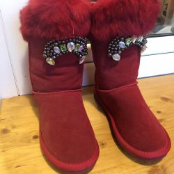 Νέες φυσικές μπότες ugg.