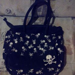 Big bag with skulls