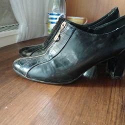 Θα δώσω παπούτσια 40