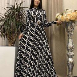 Φόρεμα στο πάτωμα