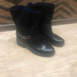 Demi-season ankle boots
