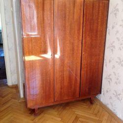 Three-winged wardrobe