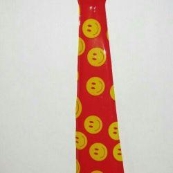 Cravată nouă, plastic