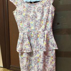 Bir etiketle elbise
