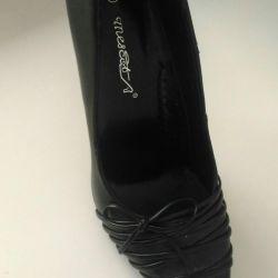 Women's shoes40