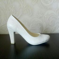 Wedding shoes in perfect condition