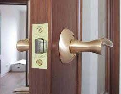 instalarea de încuietori și uși