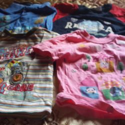 T-shirts and T-shirts for girls and boys are sold