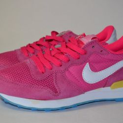 Popular Nike Sneakers