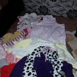 6 ay ila 1 yıl 7 aylık bir bebek için kıyafet.
