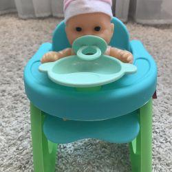 Bebek sandalyesinde bebek. Yeni.