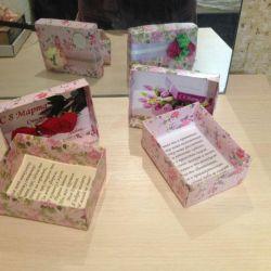 Cutie pentru mama și bunica.
