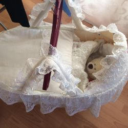 Basket-carrier for newborns on discharge